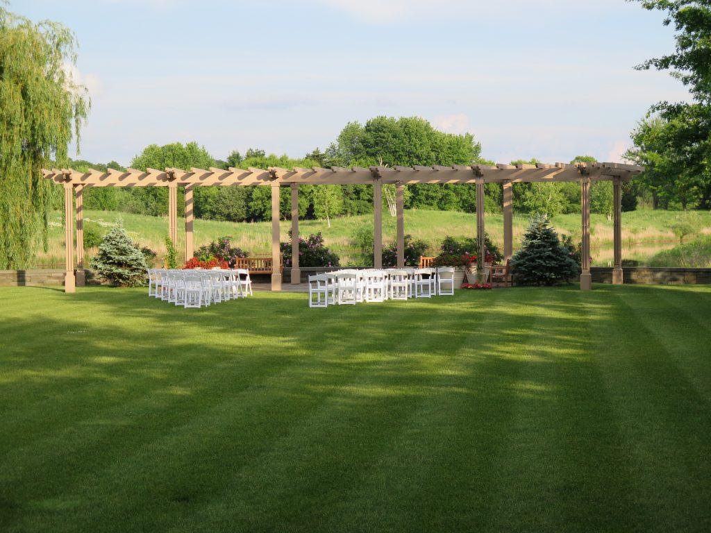 Outdoor artificial hedges