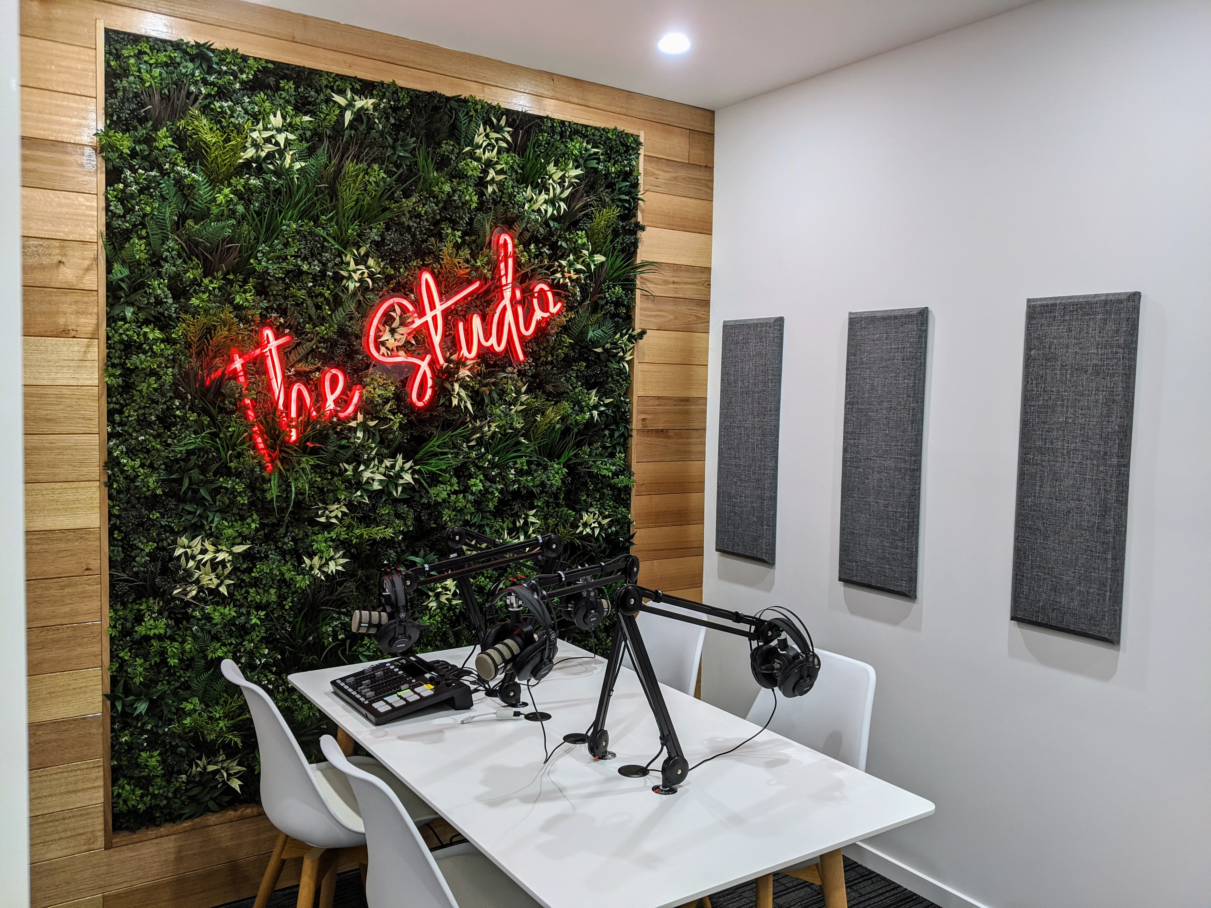 the studio-min